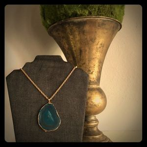 Hand design necklace with an agate stone beautiful